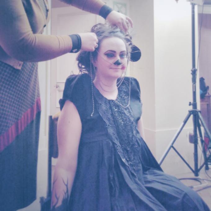 Mona Kazu 23 : Costume du personnage de Priscile, dentelle noire, épaules réhaussées, chaines