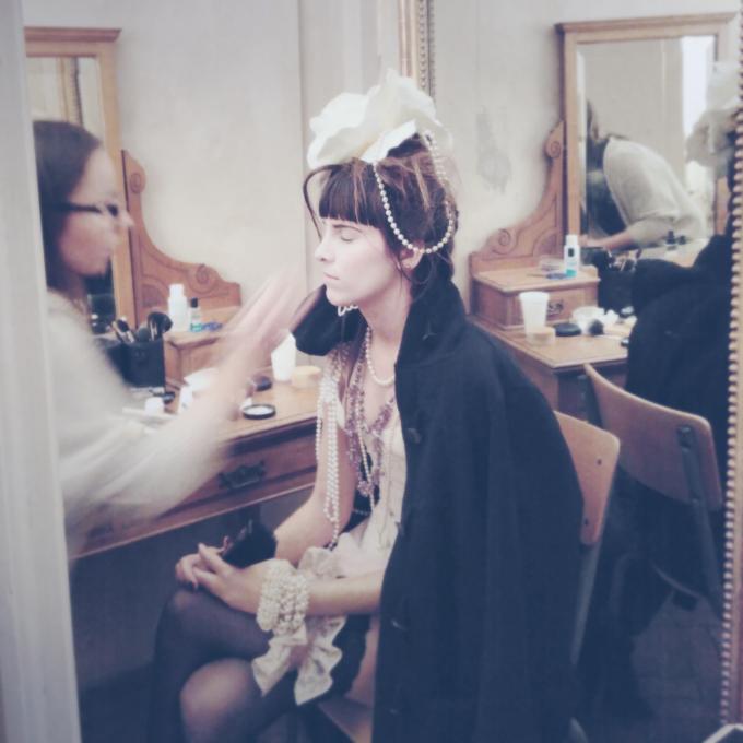 Mona Kazu 23 : Costume courtisane, dentelles, perles, fleur, dessous