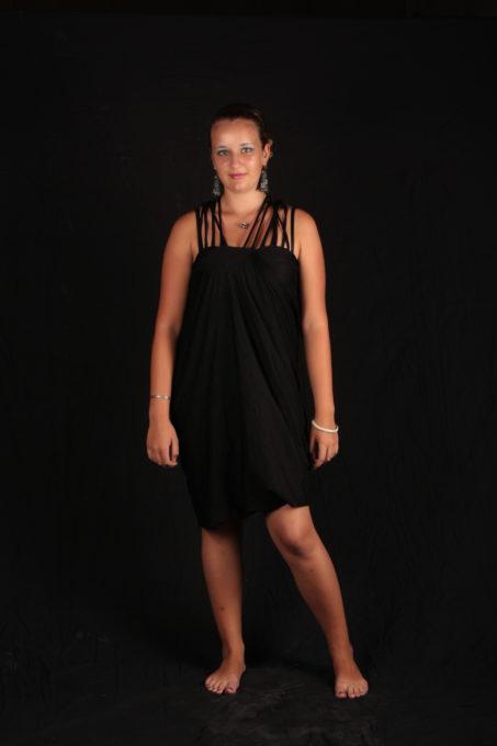 Robe noir avec milti bretelles courte