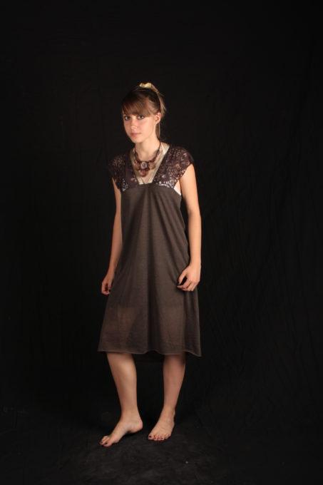 robe romantique dentelle et tissu maillage maron