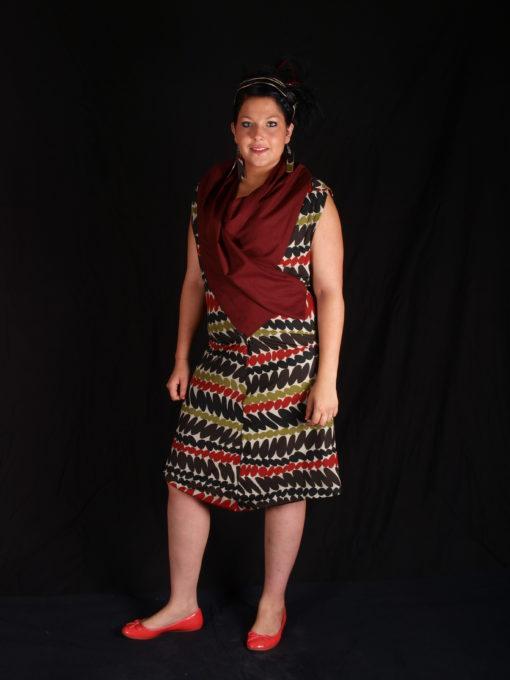 Robe alons y en couleur en portfeuille avec col rouge et tissu imprimé ethnique