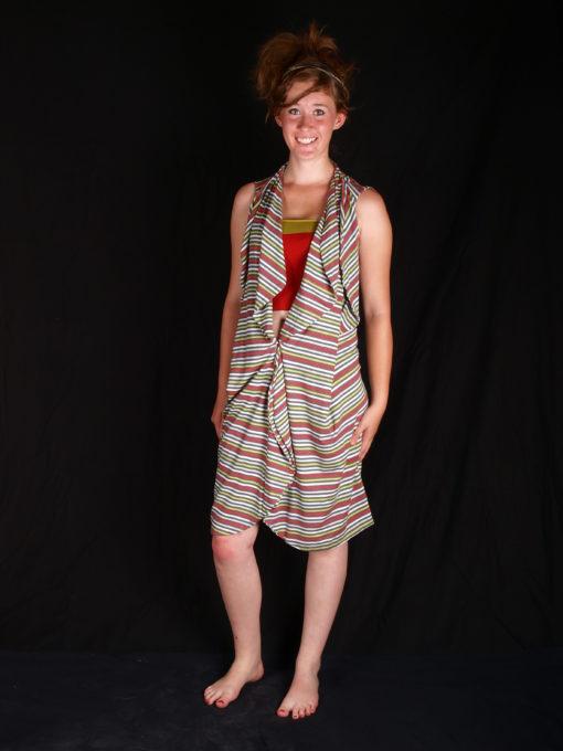 robe rayé coloré a porter avec débardeur resséré a la taille volumes sur dessu