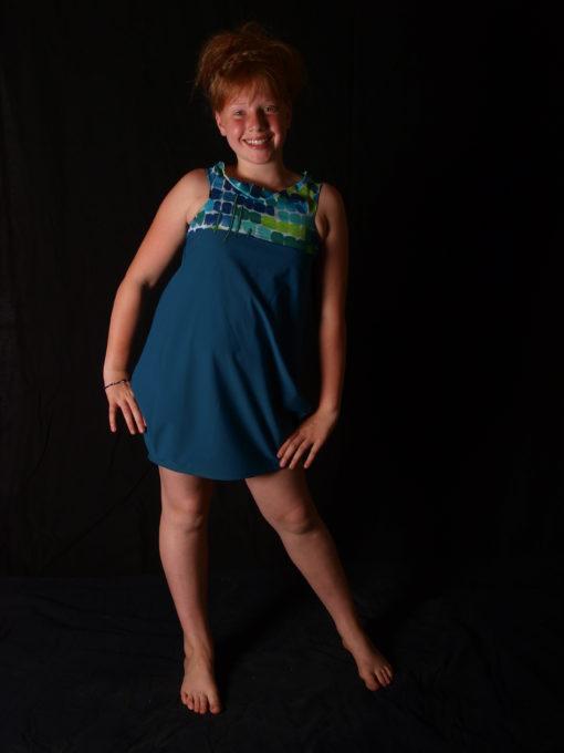Robe en fant allons y en couleur turquoise épaules dégagées