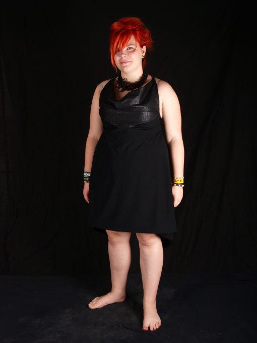 Petite robe noire collier Katty Verstraeten