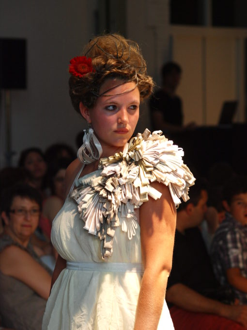 robes finales robe blanche robe noire regard mode création finale regard de star accesoire dépaule travaillé bimatières blanche robe de mariée sacha leemans