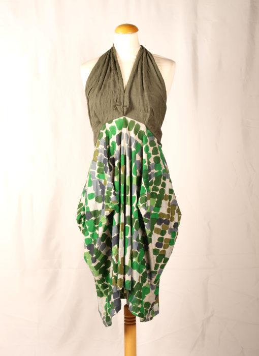 Robe verte dos nu Colection été 2013 avec volum sur les hanches décolté en Vs