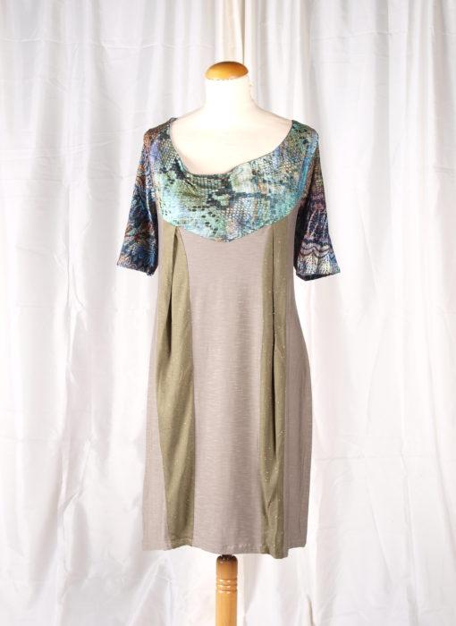 Robe collection hiver 2014 verte et beige plis sur l'avant